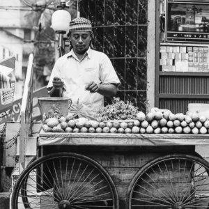 マンゴーを売る露天商
