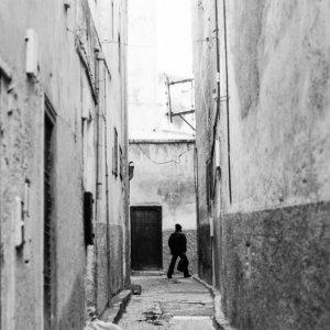 フェズ旧市街の人気のない路地