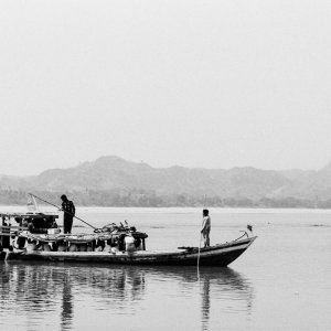 エーヤワディ川の渡し船