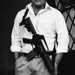 アサルトライフルを持つ男