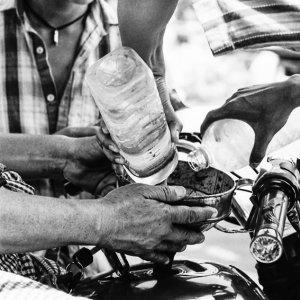 ペットボトルに入ったガソリン