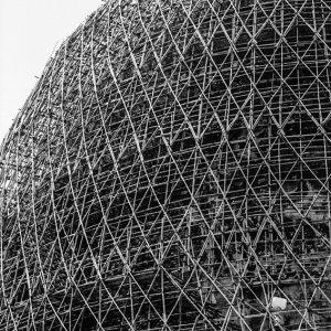 修復中の仏塔