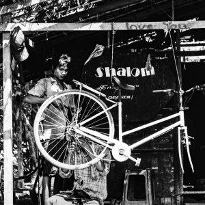 自転車の修理工