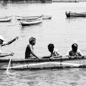 ボートに乗った男たち