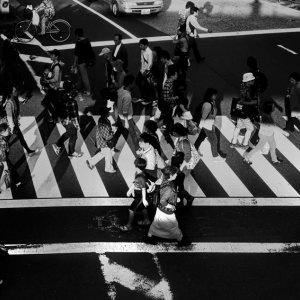 横断歩道の上の群衆