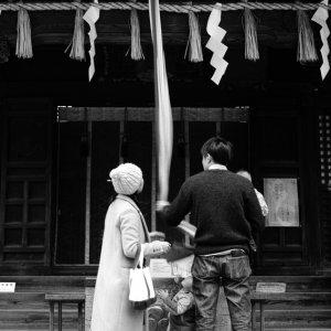 神社にいた家族連れ
