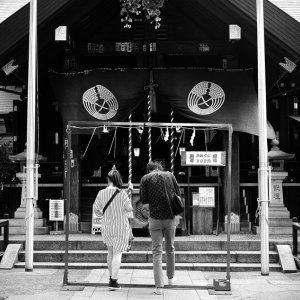 波除神社にいた若いカップル