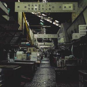 閑散とした築地の通路