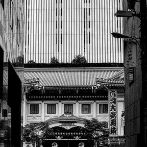 歌舞伎座と歩行者
