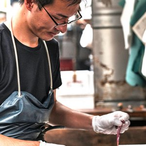 Man cutting eel
