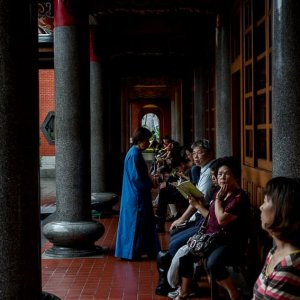Worshipers in the cloister of Hsing Tian Kong