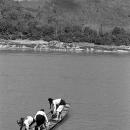 ボートに乗る少女たち
