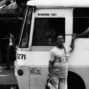 バスの横にいた男