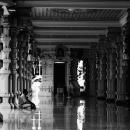 ヒンドゥー教寺院のピカピカの床