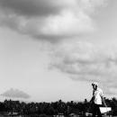 渡し板と夏の雲