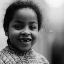 前歯の欠けた少女の笑顔