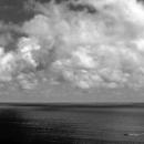 黒い海を往く船