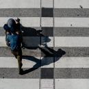横断歩道の上の影