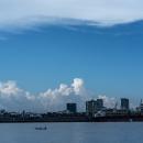 ヤンゴン川の漁船
