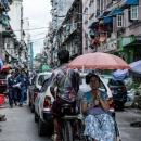 自転車タクシーの上の日傘