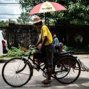 傘の付いた自転車タクシー