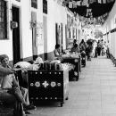 回廊の人々と屋台