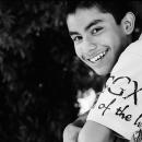 少年の爽やかな微笑み