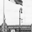 ソカロの巨大なメキシコ国旗