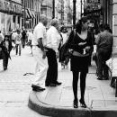 町角の女性