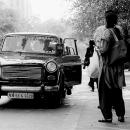 可愛らしい旧型のタクシー