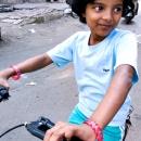 自転車に乗った少女