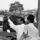 バイクに跨った男