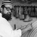 イスラム帽と眼鏡と大きなヤスリ