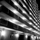 光り輝くアパート
