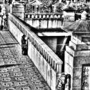 神宮橋の上の人
