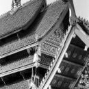 寺院の尖った屋根