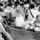 男たちと椰子の実の殻