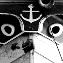 丸い瞳のある船首