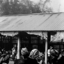 市場にいたアカ族の女性