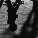 歩行者の影