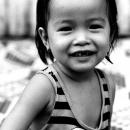 幼い女の子のクスクス笑い
