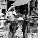 炒り豆を売る露店