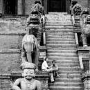 ニャタポラ寺院の階段