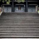 階段の上に孔子廟