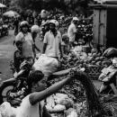市場で働く女性
