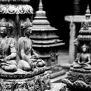 瞑想する仏像