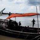 ボートの上の男たち