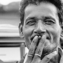 指の間には一本の煙草