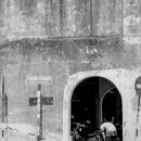 コンクリート壁の穴