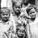 カメラの前の子供たち